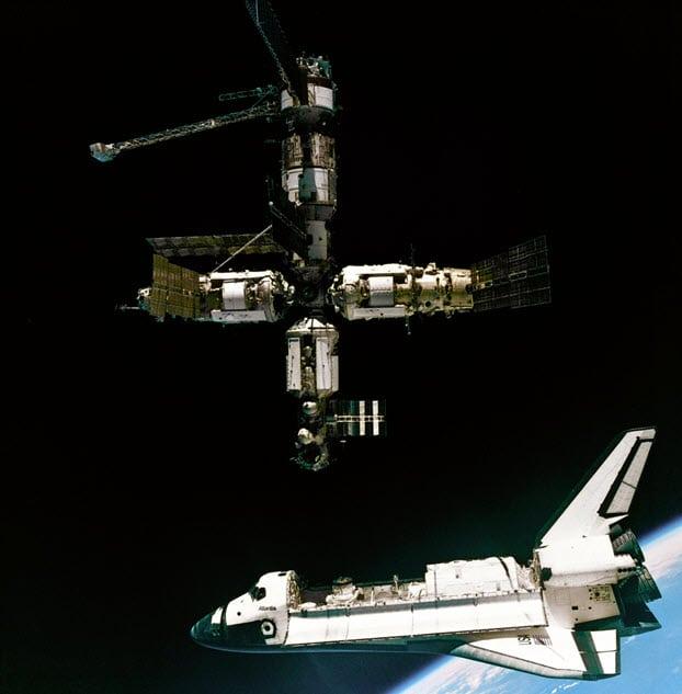 Neervallend ruimtestation